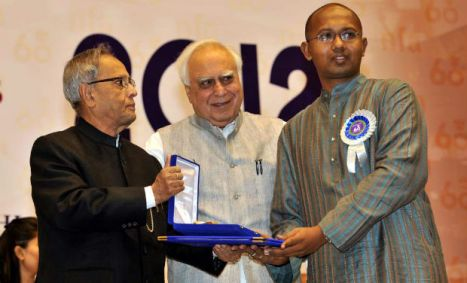 03 The President of India presents the Special Mention National Award for Best Film Critic @ the 60th National Film Awards to Piyush Roy