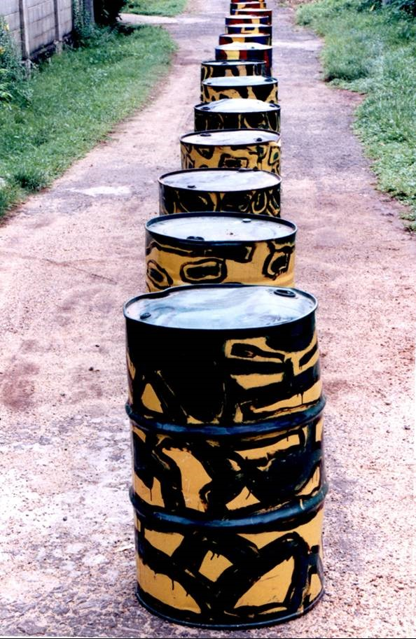 Chandraguptha Thenuwara, Barrelscape, 1998, Painted barrels arranged on the road.